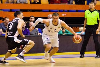 Černobílý basketbal byl k vidění na Folimance  ...  USK Praha - Hradec Králové 82:74