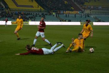 Podívejte se, jak za hrálo za úplňku na Julisce malé pražské derby  Dukla - Sparta
