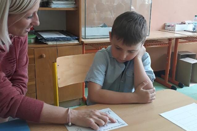Pověřené školy se starají o děti rodičů krizových profesí