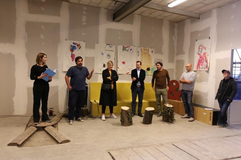 První pražský sklad uměleckého materiálu za odvoz je otevřen